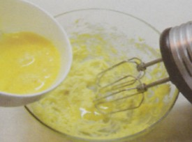 加入鸡蛋液要少量多次
