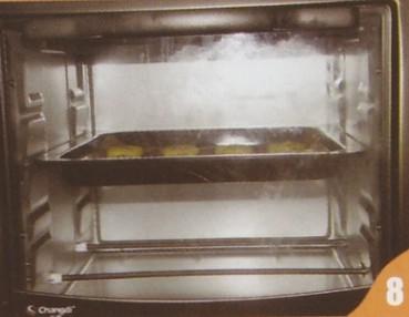 烤箱于170摄氏度预热,