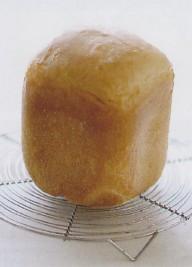 面包放在冷却架上冷却
