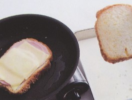 在放第二片面包