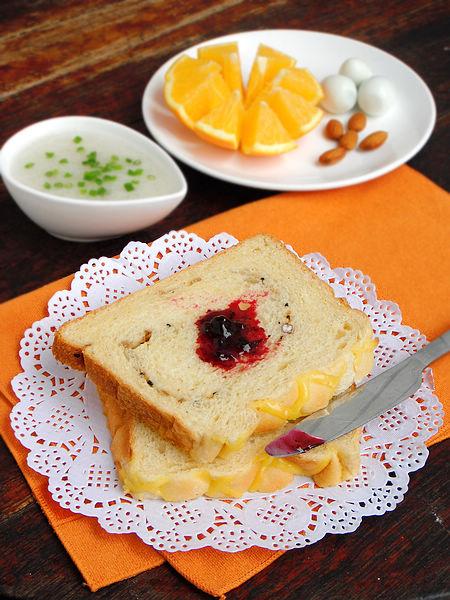 丰富的面包机做面包早餐就好了
