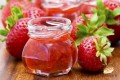 健康的草莓果酱用面包机也可以制作喔